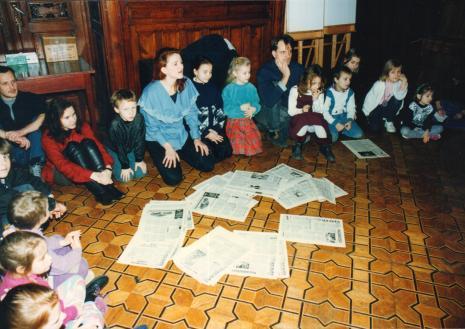 Uczestnicy zajęć – dorośli: od lewej x, Maria Brewińska i Dariusz Bugalski (Dział Naukowo – Oświatowy)