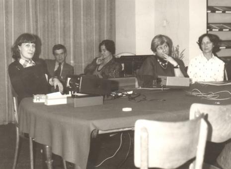Od lewej Dr Ewa Kuryluk, dr Jacek Ojrzyński i Janina Ojrzyńska (Dział Dokumentacji Naukowej),  Teresa Kmiecińska i Maria Próchnicka (Dział Głównego Inwentaryzatora)