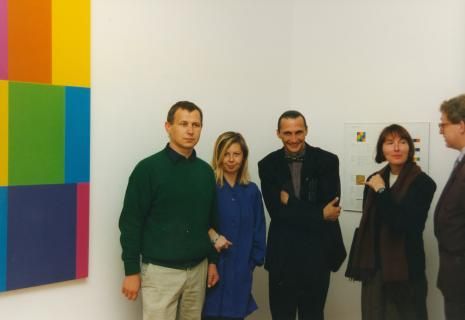 Od lewej Włodzimierz Pawlak (malarz), Maria Morzuch (Dział Sztuki Nowoczesne), Pierre Bernier (mim z Kanady), Eleonora Jedlińska, Fritz Bless (dyr. Ven Reekum Museum Apeldoorn)
