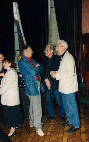 Od lewej x, Anna Legucka (Dział Konserwacji) oraz artyści:: Krystyn Zieliński, Zbigniew Gostomski, Ryszard Hunger