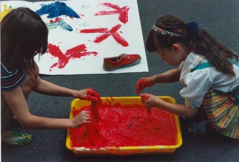 Ślad - warsztaty dla dzieci na dziedzińcu ms