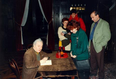 Józef Hen z czytelnikami