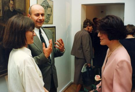 Od lewej Jolanta Bojarska-Syrek (ms), dyr. Jaromir Jedliński (ms), Dorota Berbelska (kuratorka wystawy, ms)
