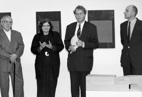 Od lewej Erwin Heerich, Sława Lisiecka-Jaskuła, dyr. Christoph Brockhaus (Wilhlem Lehmbruck Museum Duisburg), dyr. Jaromir Jedliński (ms)