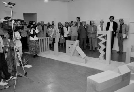 Publiczność, pierwszy z prawej Wiesław Borowski (Galeria Foksal w Warszawie), piąty od prawej Zdzisław Konicki (historyk), obok kamerzystki Bolesław Kardaszewski Politechnika Łódzka)