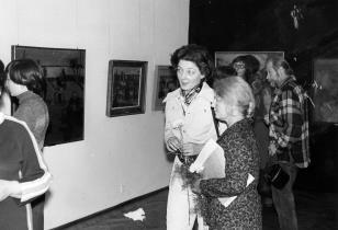 Ewa Ruszkowskia-Niemierko (cioteczna wnuczka artysty) i Jadwiga Klotowska-Korzeniowska (Dział Sztuki Dawnej), z prawej malarz Jan Łukasik