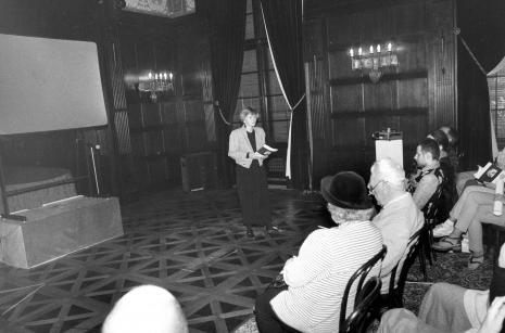 Małgorzata Mischke (wicedyrektor ms) otwiera pokaz