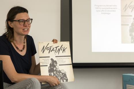 Marta Pierzchała (Dział Dokumentacji Naukowej) prowadzi wykład