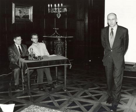 Od lewej prof. Adolphe Chapiro, tłumacz, dyr. Jaromir Jedliński (ms)