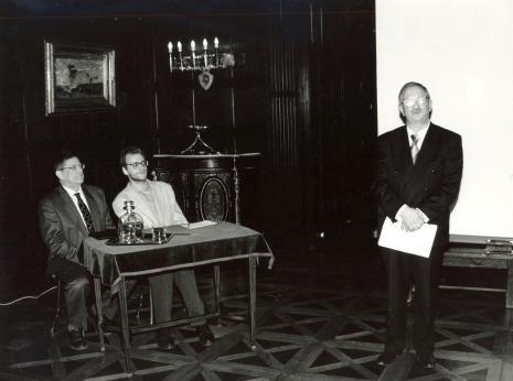 Od lewej prof. Adolphe Chapiro, tłumacz, prof. Jan E. Krysiński (rektor Politechniki Łódzkiej)