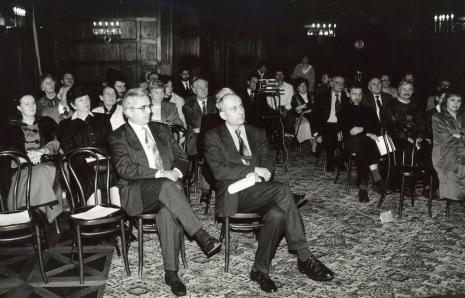 W pierwszym rzędzie z prawej dyr. Jaromir Jedliński (ms), pierwsza z prawej Elżbieta Hibner (prezydent Łodzi)
