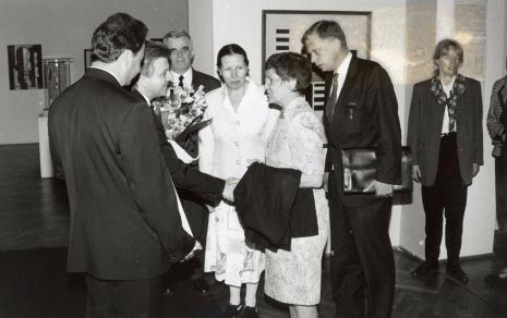 Od lewej Marek Czekalski (Prezydent Łodzi), Andrzej Pęczak (Wojewoda Łódzki), dr Jacek Ojrzyński (Dział Dokumentacji Naukowej) tłumaczka, prof. Rita Süssmuth, ambasador Niemiec