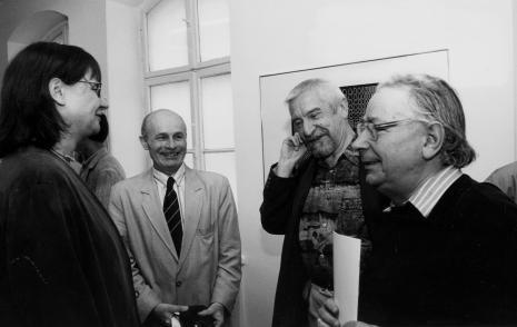 Od lewej dyr. Nawojka Cieślińska (ms), dyr. Bernard Kepler (BWA w Łodzi) oraz artyści Leszek Rózga i Stanisław Fijałkowski
