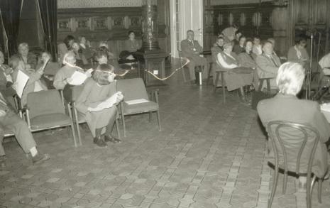 Uczestnicy konferencji, w pierwszym rzędzie dyr. Nawojka Cieślińska (ms)