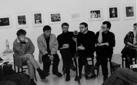 Uczestnicy spotkania, pisarze i poeci, od lewej Piotr Sommer, Tadeusz Pióro, Jerzy Jarniewicz, Darek (Dariusz) Foks