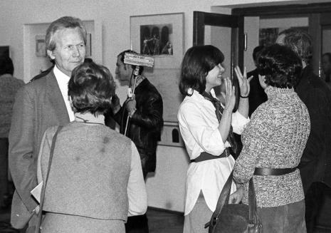 Z lewej dyr. James Herbert (The British Council), w białej koszuli Teresa Gledove (The British Council)