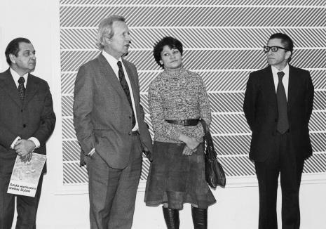 Od lewej Mieczysław Ptaśnik (MKiS), dr James Herbert (dyrektor The British Council), tłumaczka, dyr. Ryszard Stanisławski