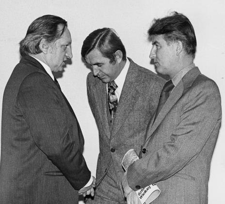 Od lewej Zbyszko Rzeźniacki (prezes Łódzkiego Towarzystwa Fotograficznego), Leszek Juriewicz (wicedyrektor Departamentu Plastyki MKiS), Tadeusz Kielan (Wydział Kultury KC PZPR)