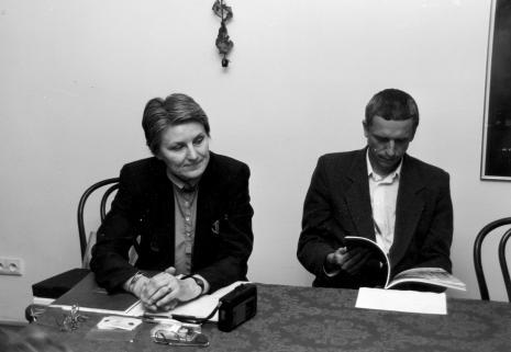 Aleksandra Mańczak i kurator wystawy Krzysztof Jurecki (Dział Fotografii i Technik Wizualnych)