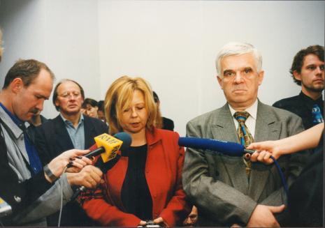 Od lewej x, Bogusław Mozer (scenograf), kuratorka wystawy Maria Morzuch (Dział Sztuki Nowoczesnej), Jacek Ojrzyński (wicedyrektor ms), Piotr Wyrzykowski (Centralny Urząd Kultury Technicznej)