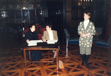 Od lewej Anne Butterfield, tłumaczka, Krystyna Jasińska (Dział Promocji)