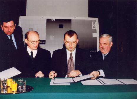 Od lewej siedzą Waldemar Matusewicz, Kazimierz Ujazdowski, Marian Łabędzki