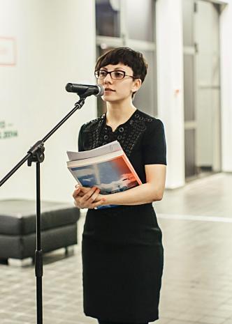 Kuratorka wystawy Magdalena Ziółkowska (Dział Sztuki Nowoczesnej)