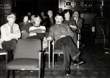 W pierwszym rzędzie od lewej Stanisław Fijałkowski, Janina Tworek-Pierzgalska, Ireneusz Pierzgalski, za nim Janina Ojrzyńska (Dział Naukowo - Oświatowy), za nią Zdzisław Konicki (archiwista)
