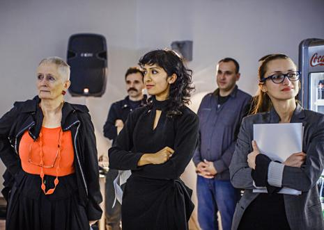 Kuratorki wystawy Mieke Bal (Królewska Akademia Sztuk Pięknych w Amsterdamie), Michelle Williams Gamaker i Katarzyna Słoboda (Dział Sztuki Nowoczesnej)