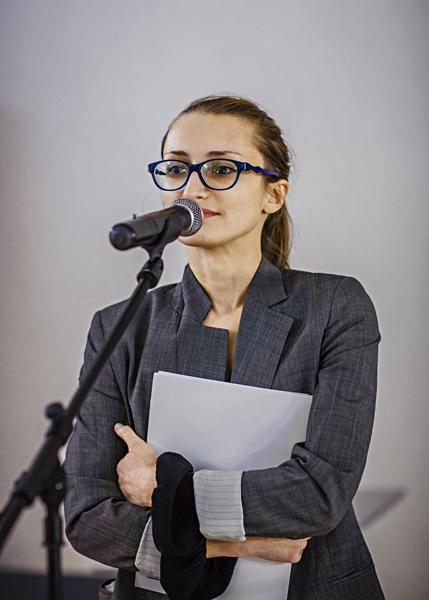 Kuratorki wystawy Katarzyna Słoboda (Dział Sztuki Nowoczesnej)