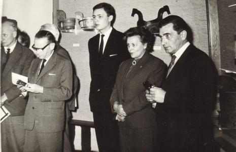 Od lewej red. Mieczysław Jagoszewski (Dziennik Łódzki), red. Roman Janisławski (PAP), x, Helena Grombczewska (Główny Inwentaryzator), Lucjan Bielecki (Dział Konserwacji)