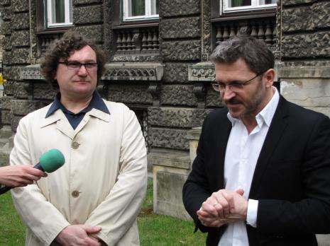 Cezary Bodzianowski i dyr. Jarosław Suchan (ms, kurator wystawy)