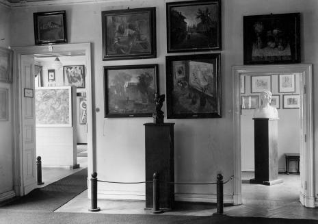 Międzynarodowa Kolekcja Sztuki Nowoczesnej grupy 'a.r.' (w głębi). Z archiwum Mariana Minicha
