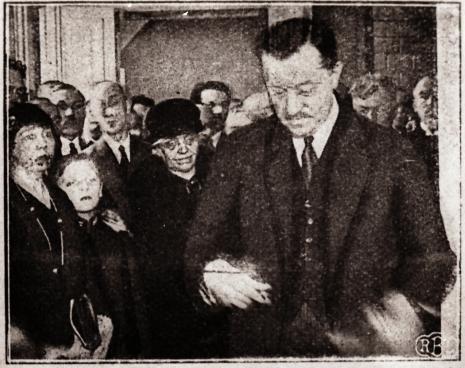 Prezydent Bronisław Ziemięcki otwiera Miejskie Muzeum Historii i Sztuki im. J. i K. Bartoszewiczów, Łódź w Ilustracji 1930 nr 16