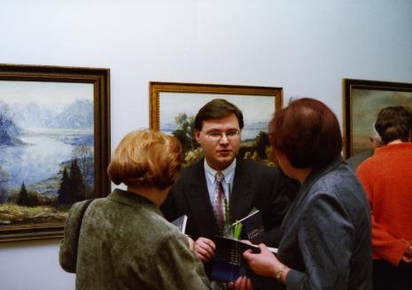 Kurator wystawy Dariusz Kacprzak (Dział Sztuki Obcej)