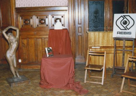 Tancerka - rzeźba autorstwa Olgi Niewskiej i książka jej poświęcona
