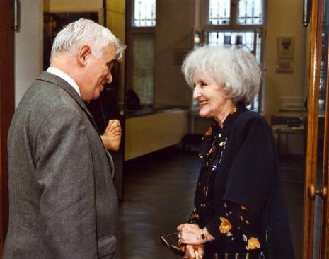Dr Jacek Ojrzyński (wicedyrektor ms) w rozmowie z Werą Modzelewską, wdową po Romanie Modzelewskim