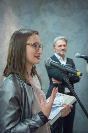 Kuratorka wystawy Katarzyna Słoboda (Dział Sztuki Nowoczesnej)