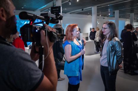Z prawej kuratorka wystawy Katarzyna Słoboda
