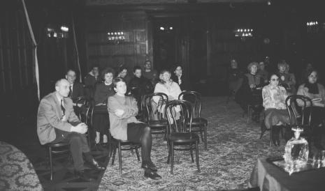 Od lewej dyr. Jaromir Jedliński (ms), Krystyna Jasińska (Dział Promocji), publiczność
