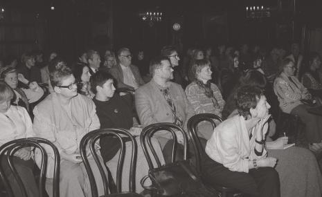 Publiczność, w pierwszym rzędzie Joanna Wiszniewska-Domańska, w drugim od lewej Janina Ładnowska (Dział Sztuki Nowoczesnej), Marta Ertman (Dział Sztuki Polskiej), x, x, Zenobia Karnicka