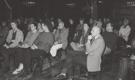 Publiczność; drugi od lewej (z magnetofonem) Krzysztof Jurecki (Dział Fotografii), z prawej na pierwszym planie dyr. Jaromir Jedliński (ms), z tyłu Jolanta Wagner i Marek Wagner, w głębi po prawo Ryszard Hunger