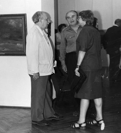 Od lewej x, Ryszard Stefańczyk (b. kierownik Wydziału Kultury i Sztuki RN w Łodzi), Danuta Chybowicz (wicedyrektor Centralnego Muzeum Włókiennictwa w Łodzi)