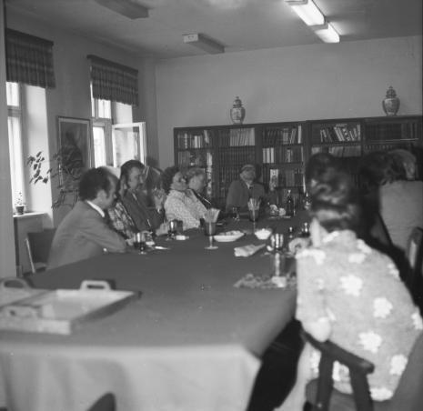 Uczestnicy spotkania w bibliotece ms