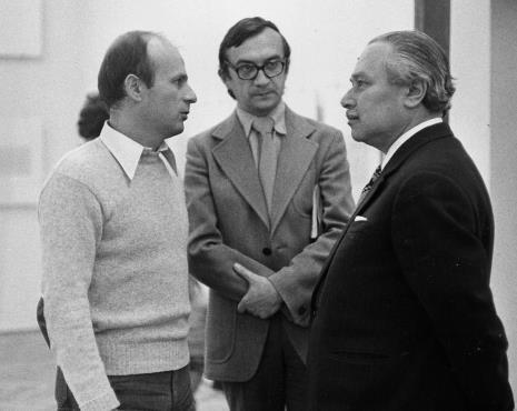 Dyr. Bernard Kepler i M. Sławiński (BWA w Łodzi) w rozmowie z Ryszardem Brudzyńskim (wicedyrektor ms)