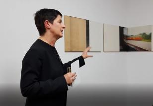 """Susanne Titz oprowadza po wystawie """"R. H. Quaytman. Słońce nie porusza się. Rozdział 35"""""""