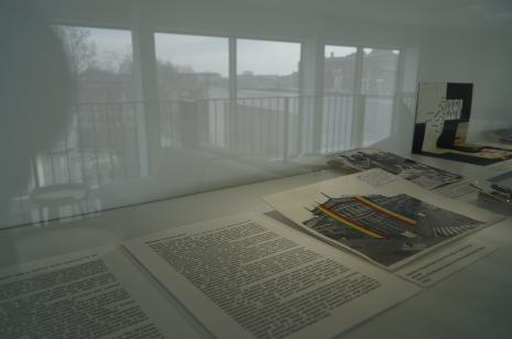 Wystawa na antresoli czytelni biblioteki ms
