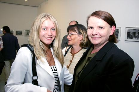 Z prawej Zenobia Karnicka (Dział Sztuki Nowoczesnej)