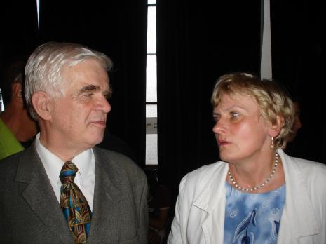 Jacek Ojrzyński (wicedyrektor ms) i Mirosława Motucka (kierownik Działu Dokumentacji Naukowej). Fot. Maciej Cholewiński