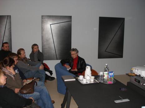 Od prawej pod ścianą: Michał Brzeziński, Jolanta Wagner, Anda Rottenberg